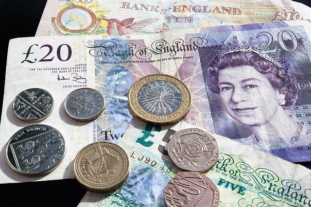 Результаты выборов в Великобритании обрушили фунт