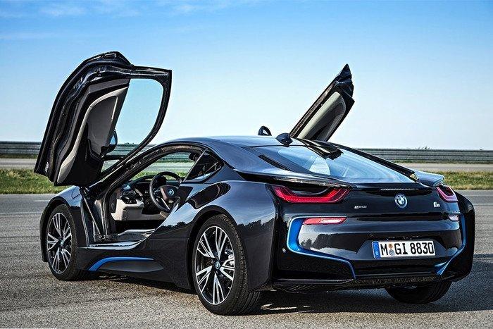 BMW меняет цены на автомобили в России