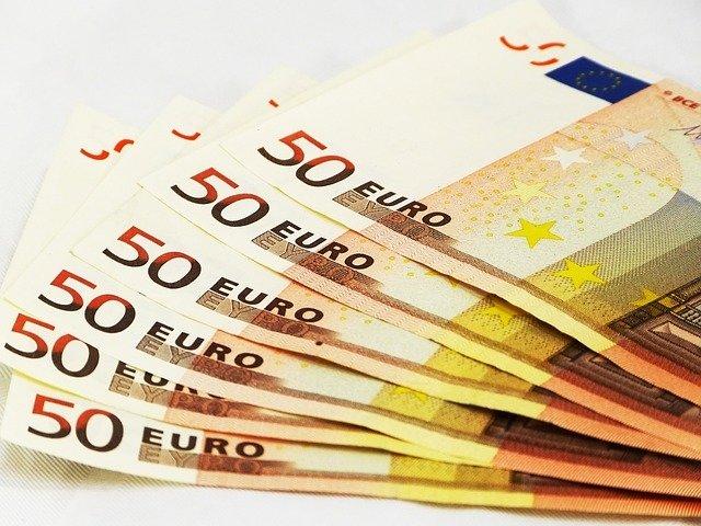 Евро превысил отметку 69 руб. впервые с ноября