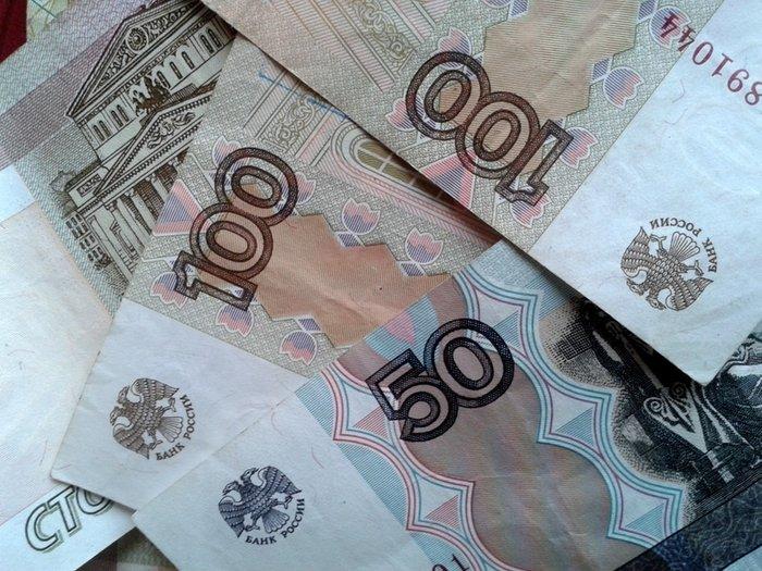 Рубль дешевеет перед длинными выходными