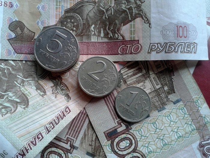 Рубль снижается на открытии торгов