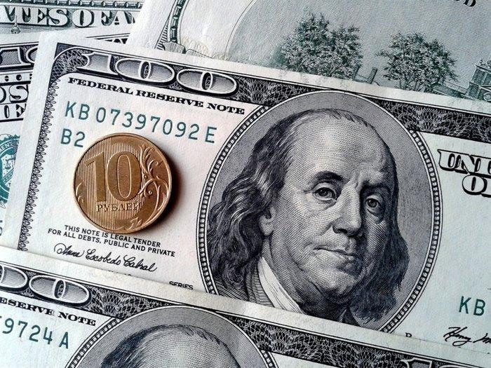Рубль незначительно дешевеет