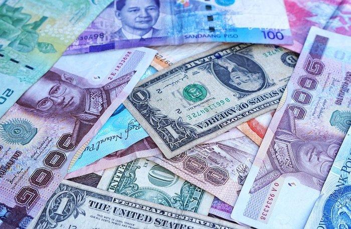 Рубль в ноябре ослаб к ключевым валютам