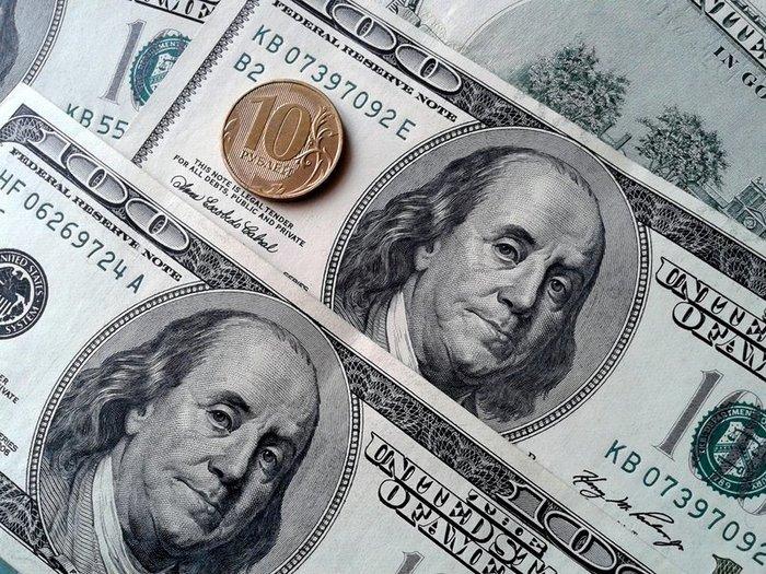 Курс рубля снижается