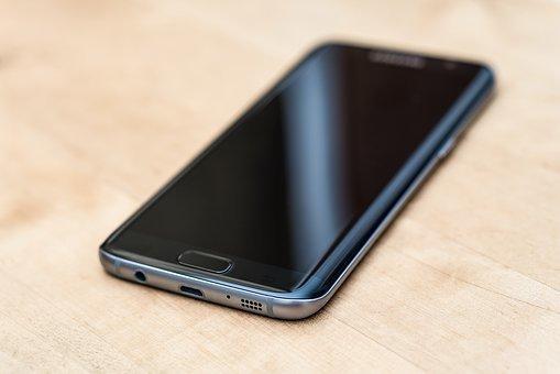 Определены лучшие смартфоны 2017 года