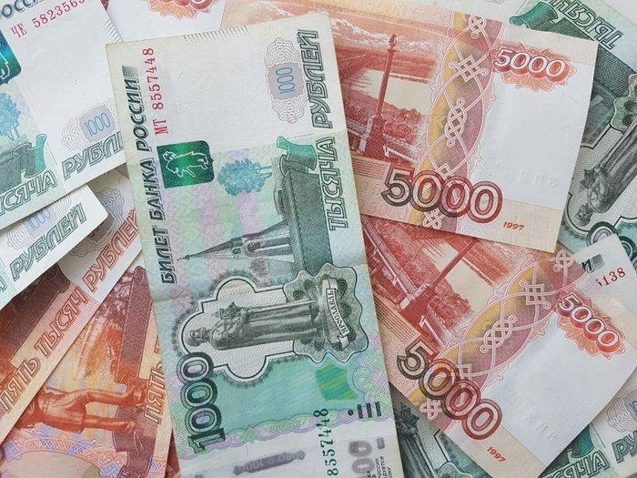Рубль пытается расти на открытии торгов