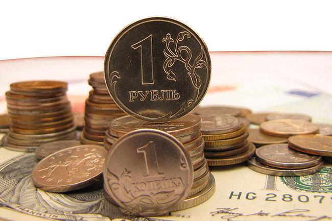 Рубль незначительно слабеет