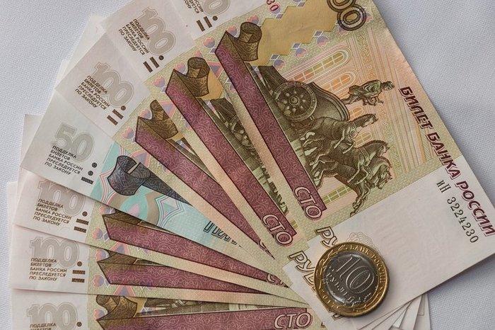 Рубль укрепляется на открытии торгов