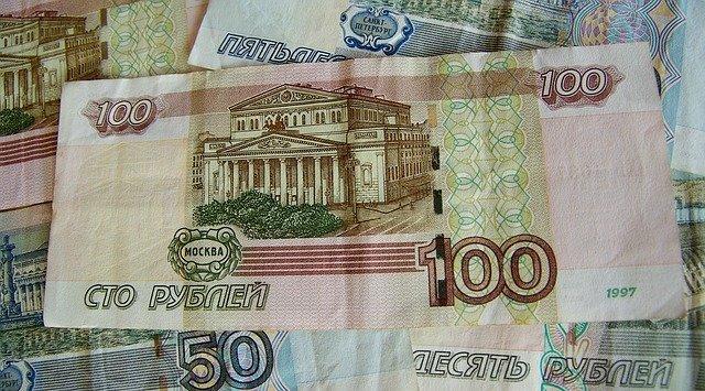Рубль упал к доллару и евро на старте торгов