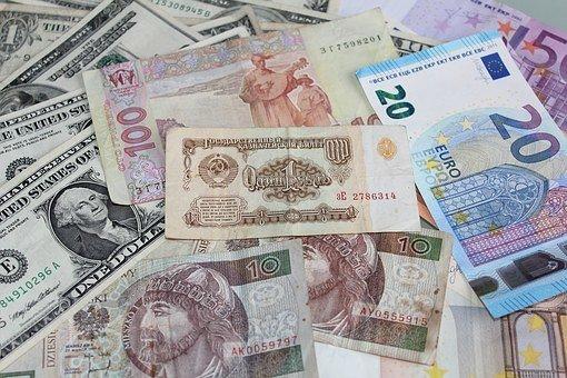 Курс доллара ушел ниже 62 рублей