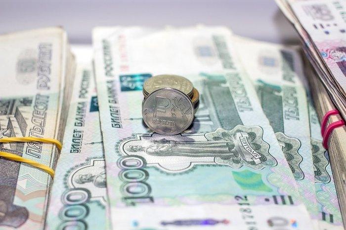 Рубль укрепляется к доллару и евро