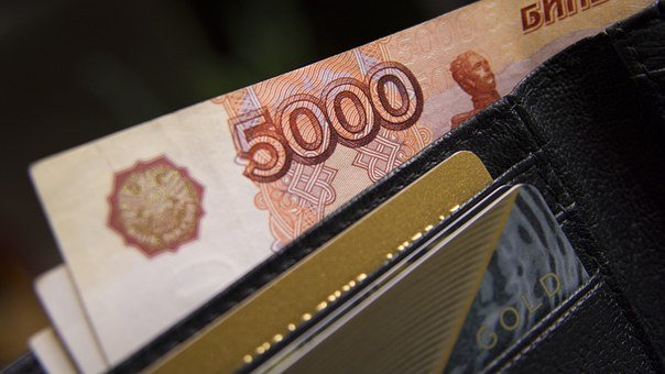 Рубль заметно уступает доллару и евро