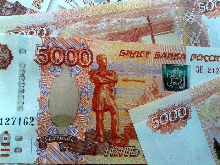 Рубль укрепился на открытии торгов