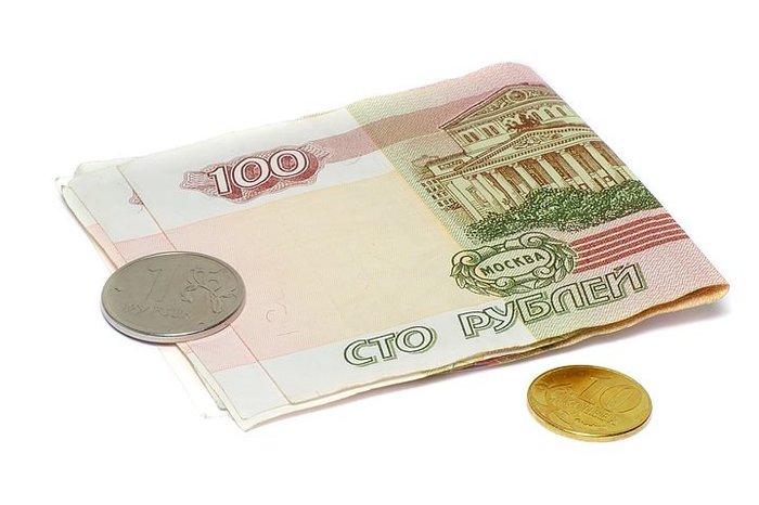 Рубль на старте торгов сдает позиции