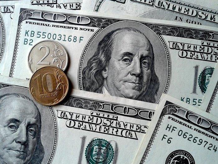 Курс доллара ушел ниже 67 рублей