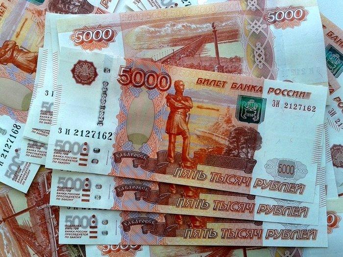 Рубль укрепляет позиции в начале торгов
