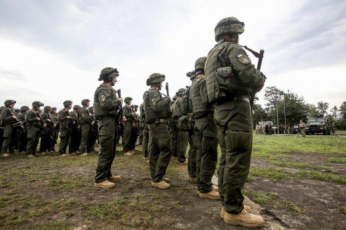 Украина перебросила армейскую группировку в Приазовье