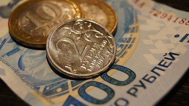 Рубль снизился при открытии торгов
