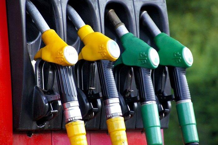 Правительство признало невозможность снижения цен на бензин