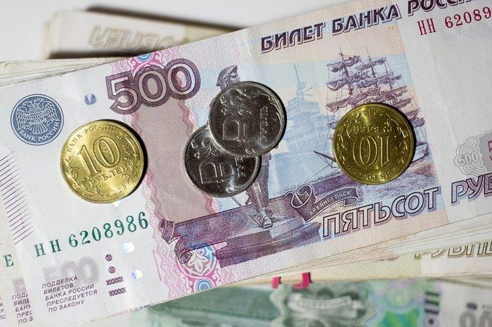 Рубль дешевеет на фоне снижения нефти