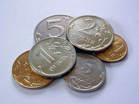 Рубль слабо меняется к доллару и евро