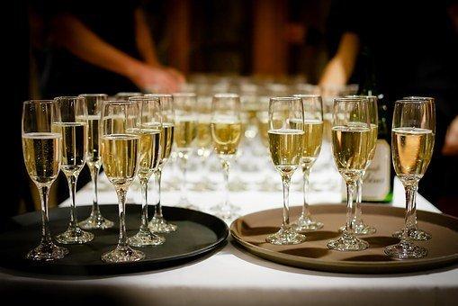 Названы отличия качественного игристого вина