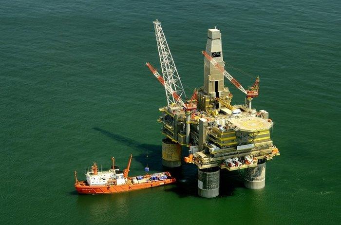 Нефть Brent тестирует отметку $55