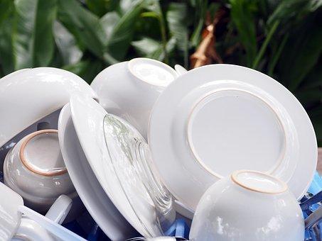 В «Роскачестве» определили лучшие средства для мытья посуды