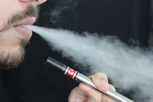 Новую замену сигарет признали опасной