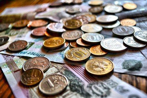 Рубль укрепляется в начале валютной сессии