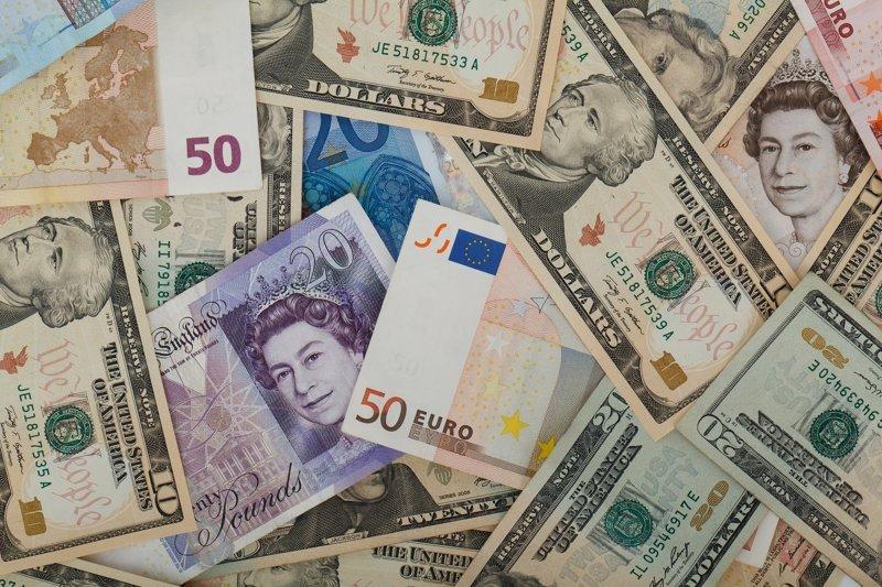 Центробанк установил курсы валют на 11 июня